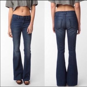 UO 'Silence + Noise' High Rise Flare Jeans Size 26